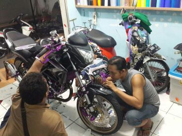 Spesialist cutting sticker surabaya